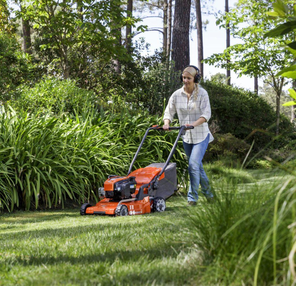 conseils d 39 achat robot tondeuse barthelemy jardinage orange le pontet. Black Bedroom Furniture Sets. Home Design Ideas