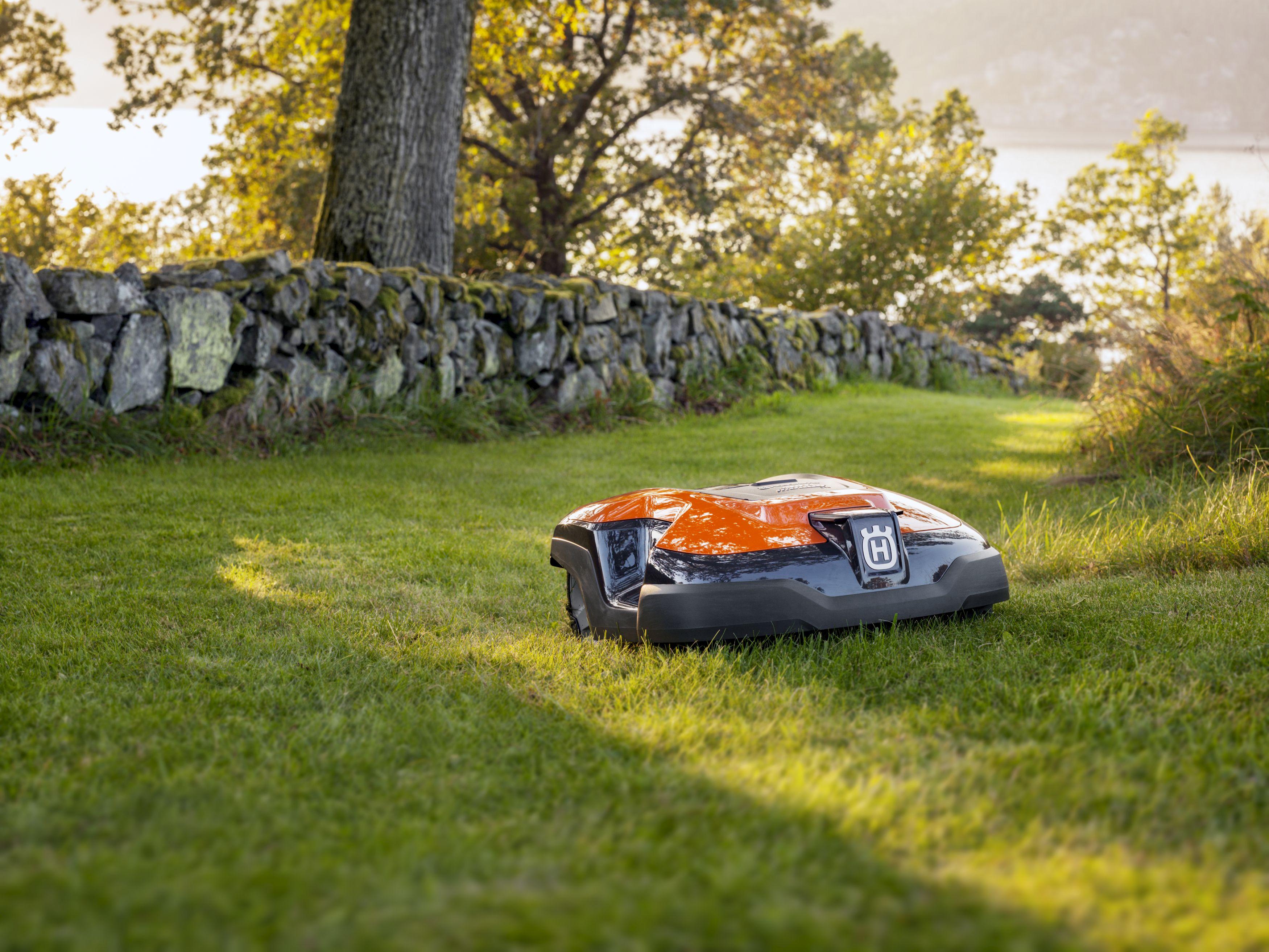 robot tondeuse husqvarna automower 315 mod le 2018. Black Bedroom Furniture Sets. Home Design Ideas